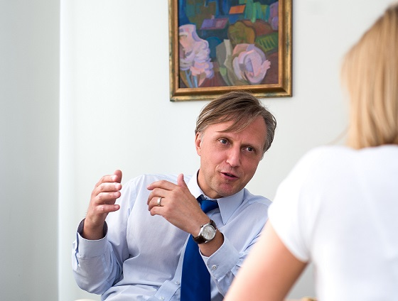 Chirurgas Tomas manelis konsultuoja pacientą dėl nutukimo gydymo
